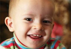 Денис Джабиев, 2 года, позвоночно-спинальная травма, спасет лечение в Москве. 103843 руб.