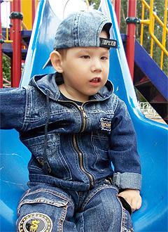 Рамазан Салахов, 4 года, детский церебральный паралич, требуется курсовое лечение. 196600 руб.