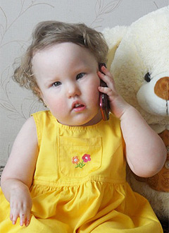 Дарина Мазитова, 2 года, левосторонний лицевой паралич, сращение костей правого локтевого сустава, сращение и недоразвитие пальцев правой кисти, спасет многоэтапная хирургия. 769200 руб.