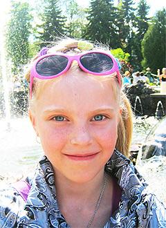 Маша Мишанина, 10 лет, тугоухость 3-4 степени, требуются слуховые аппараты. 142000 руб.