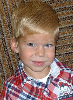 Максим Городнов, 5 лет, врожденная двусторонняя косолапость, рецидив, требуется лечение по методу Понсети. 155000 руб.