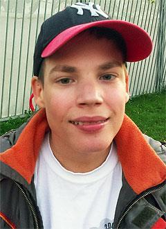 Дима Краснов, 17 лет, хромосомное нарушение, задержка психоречевого развития, требуется курсовое лечение. 199200 руб.