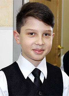 Кирилл Максимов, 11 лет, врожденная деформация стоп, требуется многоэтапное хирургическое лечение. 331468 руб.