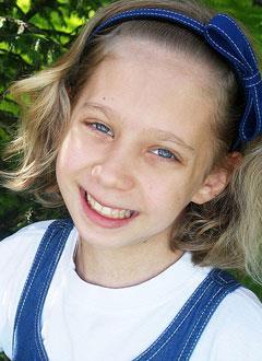 Маша Ежова, 10 лет, синдром Шерешевского – Тёрнера (генетическая аномальная низкорослость), требуется лекарство. 233275 руб.