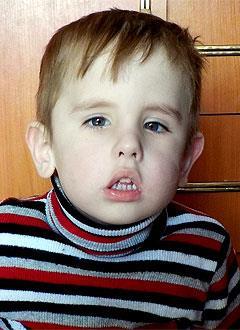 Яша Бороздин, 3 года, врожденная деформация стоп, требуется операция. 160146 руб.