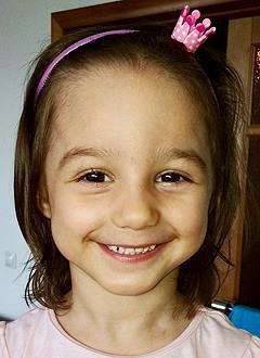 Ева Сорока, 4 года, врожденная левосторонняя косолапость, требуется лечение. 153440 руб.