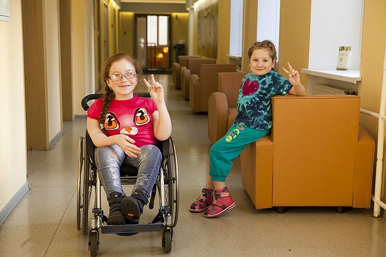 3. Во многих случаях ребенка с тяжелыми генетическими нарушениями можно поставить на ноги. Если не опоздать